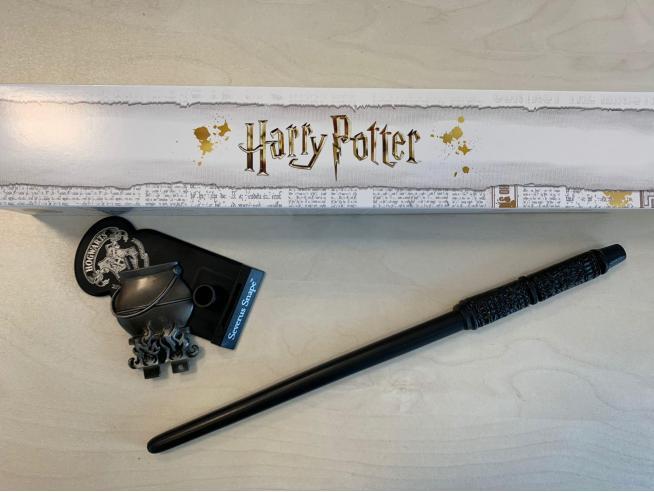 Harry Potter Bacchetta Magica Professor Severus Piton + Piedistallo Noble Collection