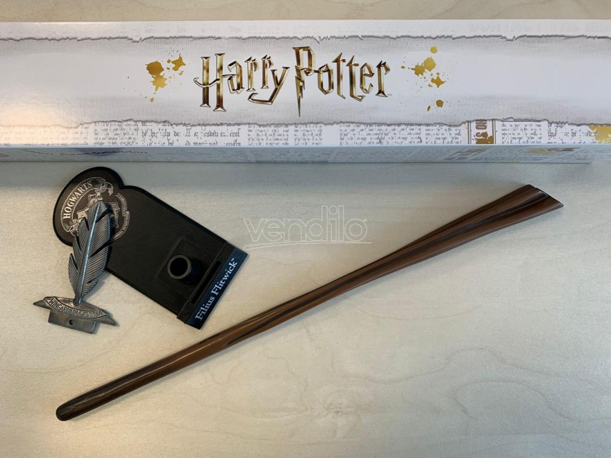Harry Potter Bacchetta Magica Professor Filius Flitwick + Piedistallo Noble Collection