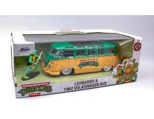 Jada Toys Jada31786 Vw Bus T1 1962 W/turtle Leonardo Figura 1:24 Modellino