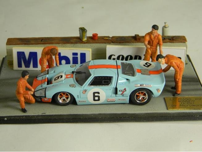 Microworld MWBE06 DIORAMA FORD GT 40 WINNER Le Mans 1969 1:43 Modellino
